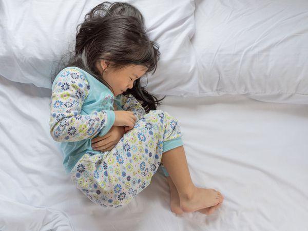 Вынужденное положение ребёнка во время кишечной колики