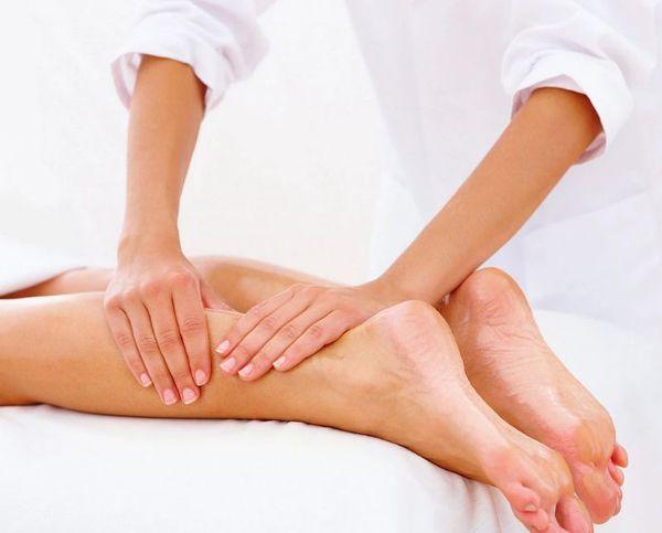 Массаж ног позволяет уменьшить проявления синдрома беспокойных ног